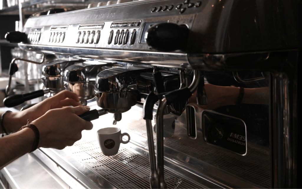 cafe suspendus