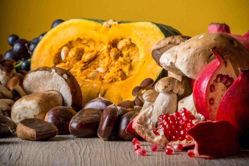 Insieme di verdura e frutta fresca